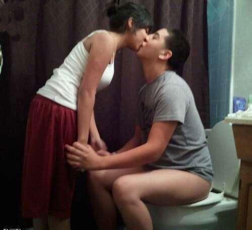 awkward-kiss-toilet